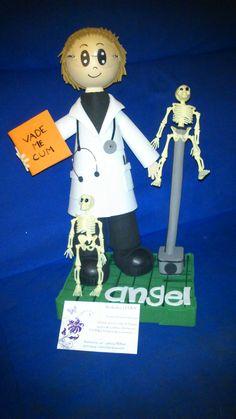 Ángel es un estudiante de medicina que ya tiene su fofucho.