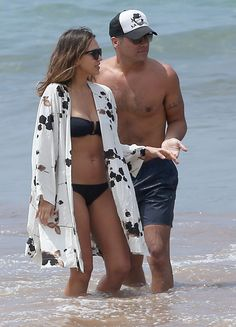 Pin for Later: Jessica Alba Jets Off to Hawaii For a Bikini-Filled Vacation With Her Family