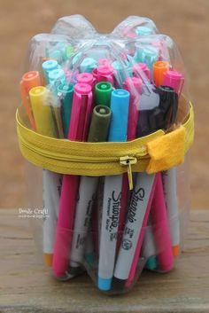 Recicla una botella y guarda los colores, crayolas y plumones de tu pequeñito.  Back to school, kinder, escuela, regreso a clases, kids