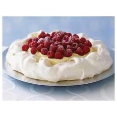 Creamy Vanilla-Raspberry Pavlova – Multiple layers of texture and flavor make this dessert recipe unique. A crisp cloud of meringue serves as a base for creamy pudding topped with fresh, juicy berries. Kraft Foods, Kraft Recipes, Ww Recipes, Dessert Recipes, Pudding Recipes, Recipies, Easter Recipes, Delicious Recipes, Meringue