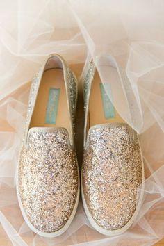 Sparkle Keds | Magnolia Plantation Carriage House Wedding by Charleston wedding photographer Dana Cubbage