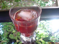 Λικεράκι φράουλας !!! ~ ΜΑΓΕΙΡΙΚΗ ΚΑΙ ΣΥΝΤΑΓΕΣ Punch Bowls, Liquor, Alcoholic Drinks, Make It Yourself, Wine, Glass, Paradise, How To Make, Blog