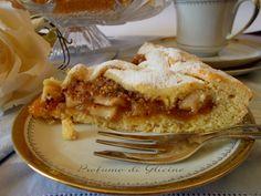 Provate la crostata di mele e nocciole anche se non siete per uno stile di vita vegano, fidatevi, piacerà a tutti e nessuno noterà che è senza uova latte e burro.