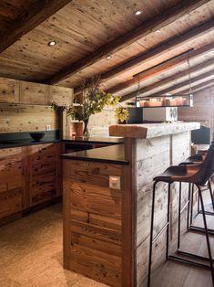 Cucina di montagna, tra legno ed acciaio | Cabin kitchens, Cabin and ...