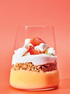 This deconstructed pie recipe, layered with grapefruit cream, coconut crumble and whipped cream, is a bright and fresh dessert everyone will love. Flan Dessert, Apricot Tart, Coconut Mousse, Ricardo Recipe, Creme Caramel, Mousse Cake, Mini Desserts, Pie Recipes, Gourmet