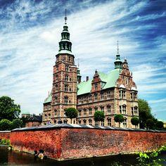 Als je toch in het park bent, kan je net zo goed ook een bezoek brengen aan het Rosenborg Slot, het kasteel van Christian IV.