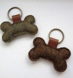 given one of these beautifully handmade, tweed, bone-shaped keyrings recently (made by Belle & Thistle). Little things like this make frosty, 6 a. Dog Crafts, Felt Crafts, Sewing Crafts, Kids Crafts, Felt Keychain, Keychains, Diy Keyring, Hobbies And Crafts, Crafts To Make