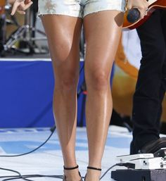 A Slick Trick That Makes Legs Look More Toned (Carrie Underwood Used It Here)