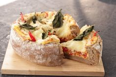 This Easy Pizza Bowl is fun to make and customize with your favorite ingredients, try this simple and delicious recipe! PIZZA BOWL Ingredients 1 sourdough b. Pizza Bowl, How To Make Pizza, Mahi Mahi, Sourdough Bread, What To Cook, Party Snacks, Recipe Of The Day, Yummy Food, Treats