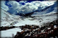 Trekking w tybetańskich Himalajach? Czemu nie... Więcej szczegółów na: http://smieszynkatravel.com/nyalam-zhangmu/ #tybet #trekking #himalaje #zima
