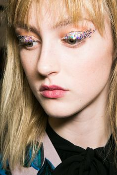 The Runway Makeup Trend to Make Your Eyes Pop | stylebistro.com