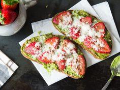 Avocado-Erdbeer-Stulle mit Ziegenkäse - so geht Abendbrot