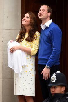 Kate Middleton Photos - The Duke And Duchess Of Cambridge Depart The Lindo Wing With Their Daughter - Zimbio