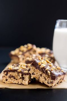 Chocolate Peanut Butter Bars 23 No-Bake Desserts You Absolutely Have To Eat This Summer Easy No Bake Desserts, Lemon Desserts, Baking Desserts, Yummy Treats, Sweet Treats, Peanut Butter Chocolate Bars, Caramel Cheesecake, Diabetic Snacks, Chocolate Peanuts