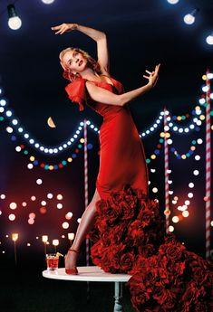 Vicky Martín Berrocal viste de flamenca a Uma Thurman para el calendario Campari