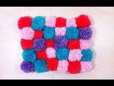 Great FAST way to make lots of pom poms. In German, but you get the idea. Pompon Carpet Rug Tutorial DIY - Do it yourself - Bommel Teppich Anleitung - YouTube