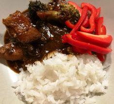 Det har cirkulerat ett recept på mongolisk biff ett tag och jag blev så sugen, men hade bara kyckling hemma men tänkte att det måste ju funka.. och älskar när jag har rätt  blandningen av de olika…