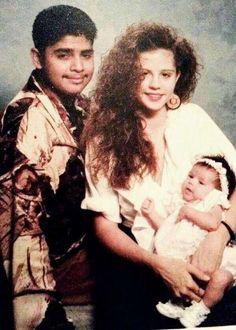 Con papá y mamá - Selena Gómez es hija del mexicano Ricardo Joel Gómez y de Mandy Teefey, una antigua actriz de teatro estadounidense.