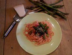 Co podpowie głowa, ręce zrobią, a język posmakuje: Makaron ze szparagami w pomidorowym sosie Spaghetti, Ethnic Recipes, Food, Meals, Noodle