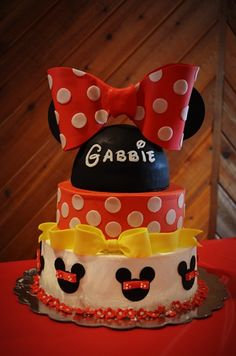 Love this Minnie Mouse birthday cake!