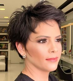 50 Brilliant Haircuts for Fine Hair Worth Trying in 2020 - Hair Adviser Find the best way to make your hair look alive and voluminous with this impressive list of hairstyles and haircuts for fine hair. Haircuts For Thin Fine Hair, Short Hairstyles Fine, Short Thin Hair, Short Pixie Haircuts, Cool Hairstyles, Ponytail Hairstyles, Messy Pixie Haircut, Undercut Pixie, Hairstyles Videos