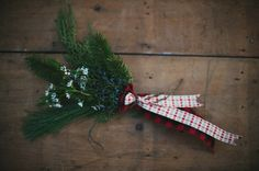 Wrap your bouquet plaid flannel ribbon or fabric to add a bit of holiday nostalgia to your day!