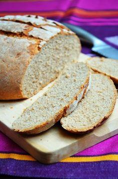 Habár kicsit megkésve, de megígértem, hogy hétvégére felteszem a blogra a rozskenyér receptjét. Az igazság az, hogy a diéta kezdetén sokat k... Hungarian Recipes, Kaja, Bread Rolls, How To Make Bread, Bread Recipes, Bakery, Paleo, Healthy Recipes, Food And Drink