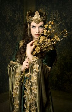 Gowns Headdresses Pagan Wicca Witch:  #Headdress and #gown.