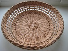 (24) Одноклассники Wicker Tray, Rattan, Basket Crafts, Paper Basket, Newspaper Crafts, Paper Weaving, Basket Weaving, Bamboo, All Craft