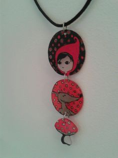 "collier ""Le Petit Chaperon Rouge"" plastique dingue-themed charms"