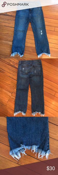Just Black denim frayed cropped jeans 31 Just Black denim frayed cropped jeans 31 like new justblack Jeans Ankle & Cropped