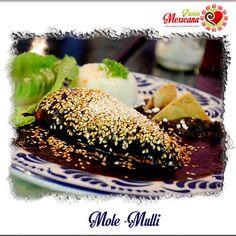 [CUISINE] EL MOLE, il existe le mole noir, le rouge, le vert, le mole d'Oaxaca, de Tamaulipas et le plus célèbre : celui du Puebla. Cette spécialité a été conçue en temps des aztèques et à la base c'était uniquement de la viande de dinde servie avec la sauce chocolatée aux différents épices (presque une centaine). De nos jours le « mole » est plus simple : un morceau de poulet, la sauce mole parsemé des grains de sésame et un peu de riz comme accompagnement.