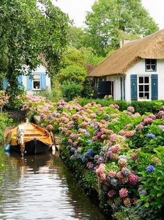 """The tiny town of Giethoorn, Holland—the """"Venice of the Netherlands"""""""