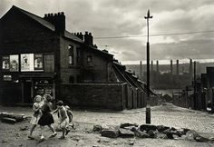 Children playing in front of a corner shop, Benwell, Newcastle-upon-Tyne - Colin Jones - Hyman Collection - British Photography Famous Pictures, Old Pictures, Old Photos, Blaydon Races, Newcastle England, Manchester England, Swinging London, Old Street, Urban Life