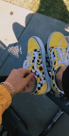 Cool Yellow Wallpapers, Yellow Shoes Outfit, Yellow Dress, Yellow Outfits, Yellow Vans, Tumblr Yellow, Yellow Fashion, Sunflower Vans, Yellow Sunflower
