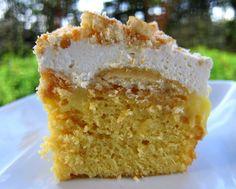 Banana Pudding Cake * 1 box yellow cake mix, plus ingredients to make cake * 2 instant vanilla pudding * 4 cups milk * 2 bananas Nilla wafers * 1 cups heavy cream * 4 Tbsp powdered sugar * 1 tsp vanilla Just Desserts, Delicious Desserts, Yummy Food, Yummy Yummy, Delish, Sweet Recipes, Cake Recipes, Dessert Recipes, Pudding Recipes