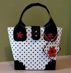 I've seen no end of these little tote bags on Splitcoast Stampers but when i go to peoples blogs to get the info they all seam to be made fr...