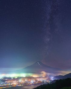 ภูเขาไฟฟูจิ สถานที่ท่องเที่ยวในญี่ปุ่น ไปญี่ปุ่นไปเที่ยวที่ไหน รุจ เดอะสตาร์ รุจ ศุภรุจ Mountain Wallpaper, Northern Lights, Nature, Pictures, Travel, Fantasy Landscape, Scenery, Photos, Naturaleza