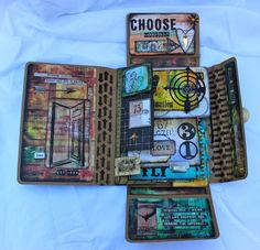 Mixed Media Workshop (Marjie Kemper) with Tim Holtz Collection Folio… Altered Books, Altered Art, Timmy Time, Art Journal Pages, Art Journals, Mini Books, Flip Books, Graffiti, Album Photo
