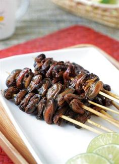 Satai Kerang Femina Indonesian Cuisine, Indonesian Recipes, How To Grill Steak, Grilled Meat, Fish And Seafood, Great Recipes, Food Photography, Food And Drink, Cooking Recipes
