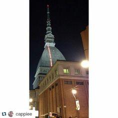 #Repost di cappiee per #inTO Una bellissima Mole Notturna.  #torino #goodnight #cityscape #mole