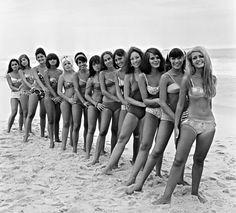Praia de Ipanema, anos 60.  https://www.facebook.com/zonasulmemorias/photos/a.302815653159074.67909.296963573744282/694060677367901/?type=1&theater