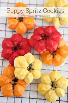spritz cookie press cookies piped in poppy flower with a pretty colored glazed icing Spritz Cookie Press, Spritz Cookies, Linzer Cookies, Funnel Cakes, Biscotti, Dessert Crepes, Dessert Table, Cupcake Cookies, Cookie Favors