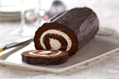 Chocolate Cake Roll Recipe - You can make this filled chocolate cake recipe, with the help of the accompanying video.
