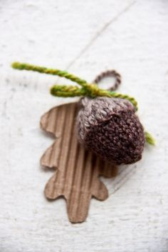 knitted acorn, free pattern on ravelry