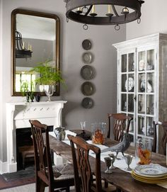 Vertical display    Southern Decorating - Jimmy Stanton's Antebellum Home - Country Living