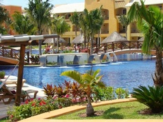 Barcelo Palace pool.....very large