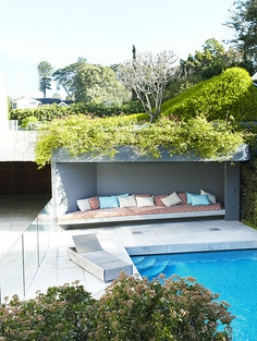Pool seating alcove with Crassula sp. www.bsw-web.de #Schwimmbad planen #Pool