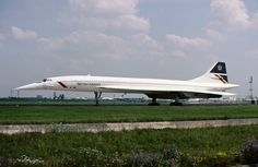 British Airways Concorde at Heathrow. Commercial Plane, Commercial Aircraft, Supersonic Aircraft, Cabin Crew Jobs, Tupolev Tu 144, Air Space, Civil Aviation, British Airways, Aeroplanes