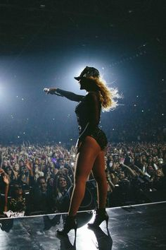 Mrs Carter Tour, Estilo Beyonce, Beyonce Knowles Carter, Queen B, Strike A Pose, American Singers, Record Producer, Art Music, Tours